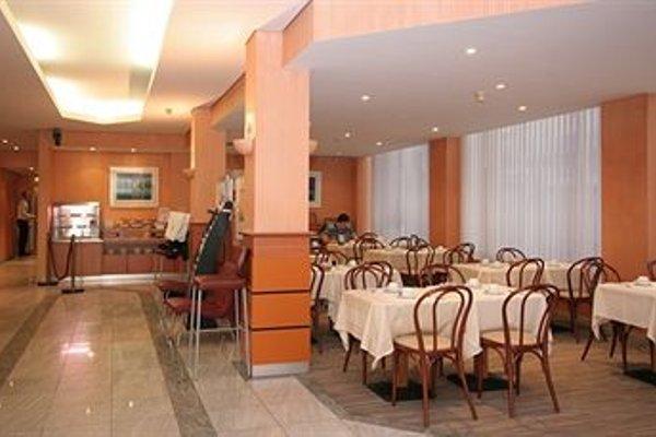 Aris Grand Place Hotel - фото 11
