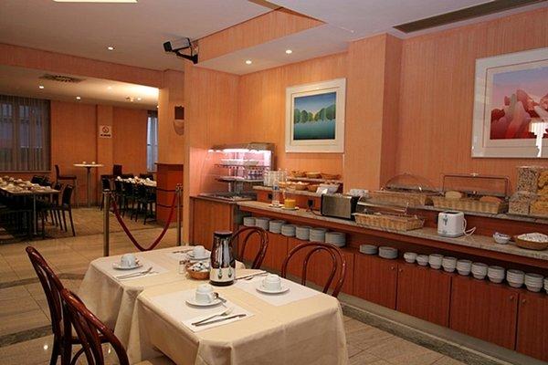 Aris Grand Place Hotel - фото 9