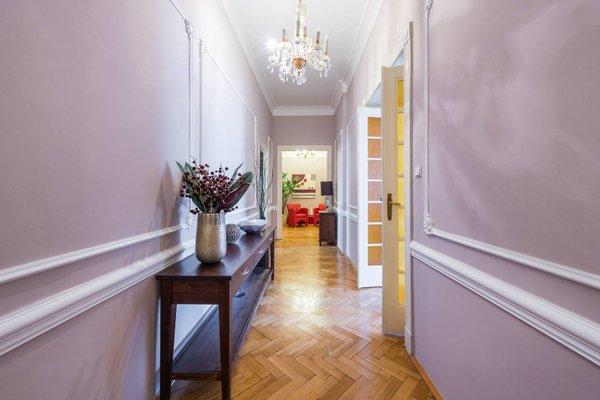 Wenceslas Square Apartment - фото 9