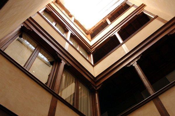 Laurel Suites Apartments - фото 18