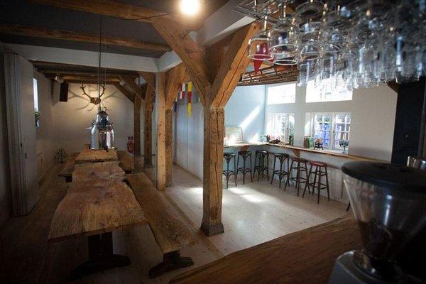 Bedwood Hostel - фото 20