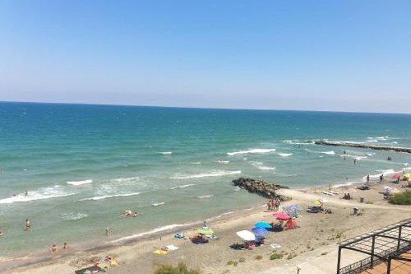 Alexandrovi Apartments in Gardenia Palace - фото 3