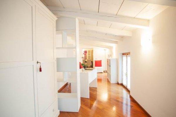 Balcony Mazzini Apartments - 13
