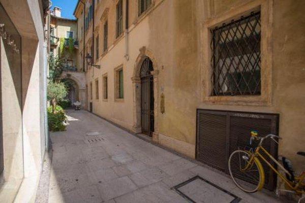 Balcony Mazzini Apartments - 14