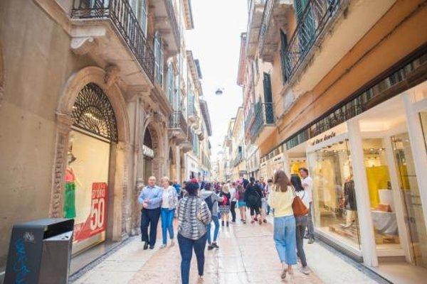 Balcony Mazzini Apartments - 15