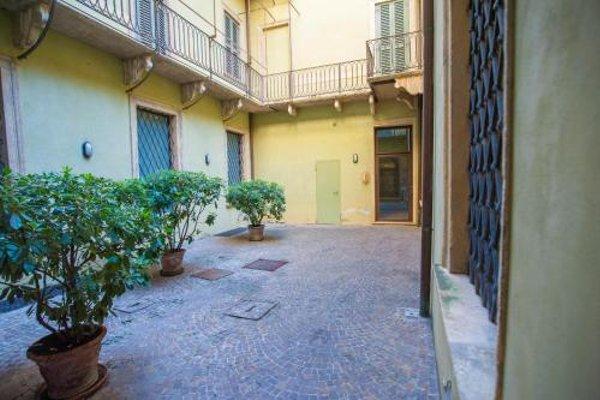 Balcony Mazzini Apartments - 16