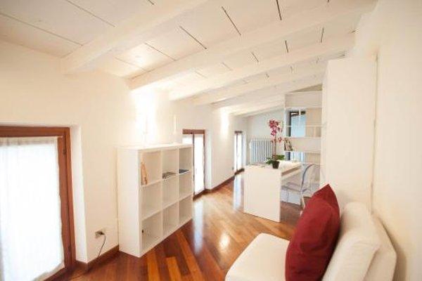 Balcony Mazzini Apartments - 4