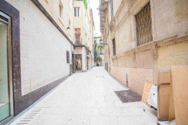 Balcony Mazzini Apartments - 9