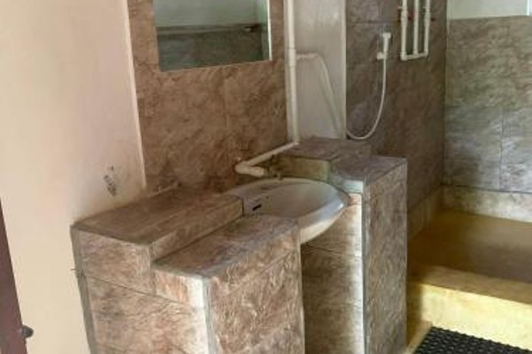 Stilts Backpackers - 11