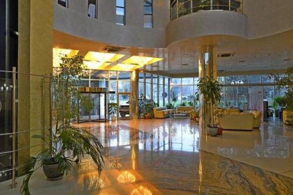 Merian Palace Hotel - фото 4