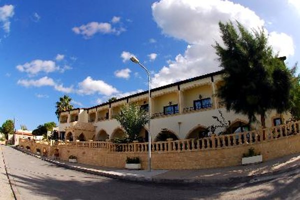 Отель Bellapais Monastery Village - фото 20