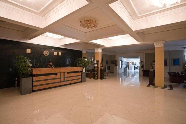 Kaylaka Park Hotel - фото 8