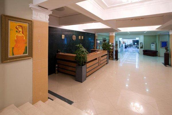 Kaylaka Park Hotel - фото 9