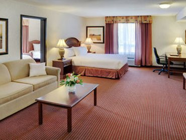 Апартаменты Pomeroy Inn and Suites Chetwynd