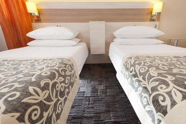 Hotel 3 Trio - 3