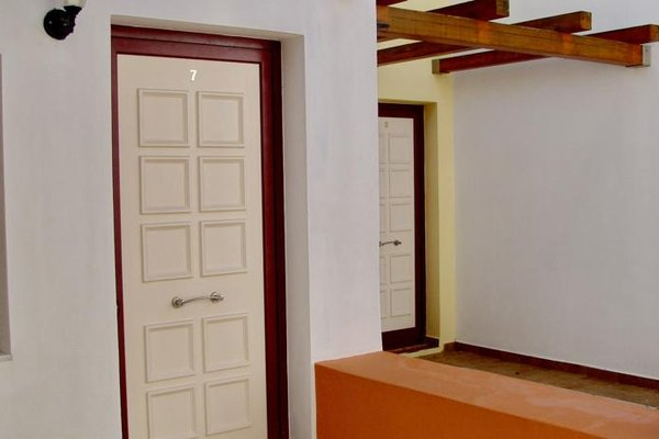 Irida Hotel Apartments - фото 10