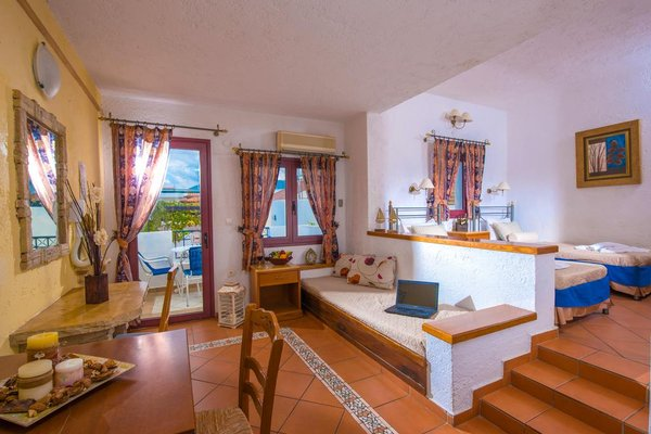 Irida Hotel Apartments - 6