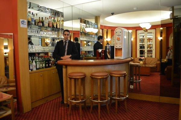 Hotel Royal Elysees - 12