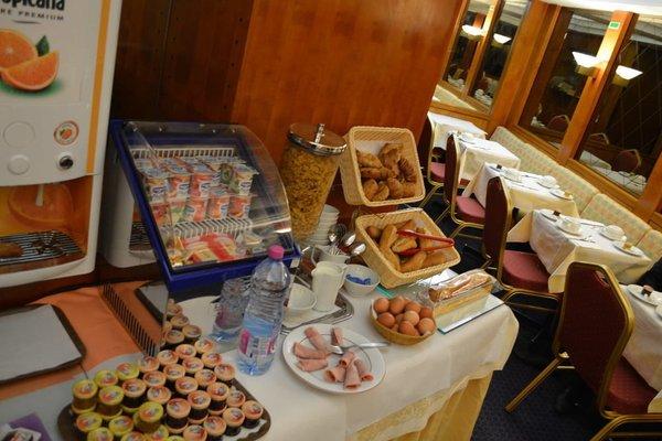 Hotel Royal Elysees - 18