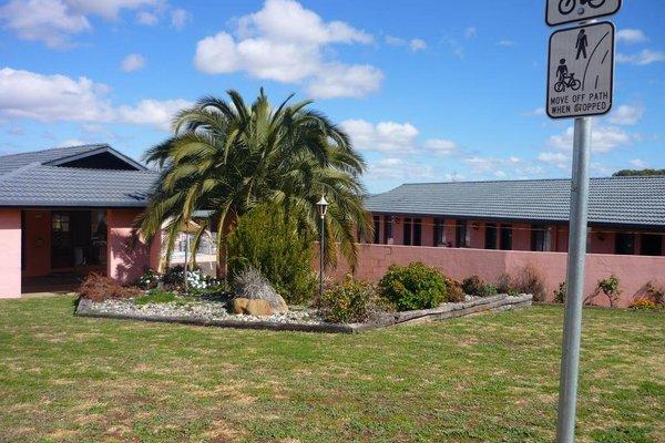 Stagecoach Inn Motel - фото 23