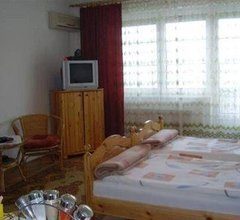 Hold Apartmanok