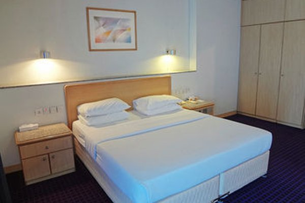 Ambassador Hotel - фото 4