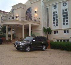 Thornberry Royal Cedars Hotel & Apartments