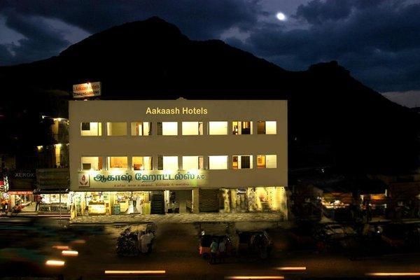 Aakaash Hotel - фото 14