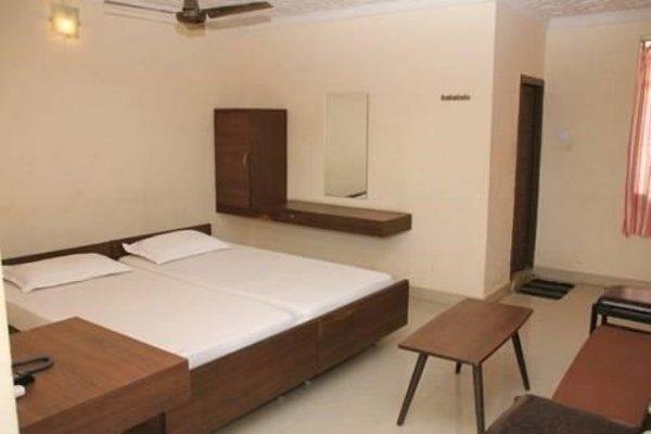 Aakaash Hotel - фото 4