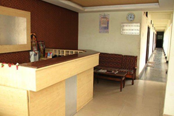 Aakaash Hotel - фото 8