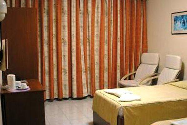 Relax Inn Hotel - фото 4