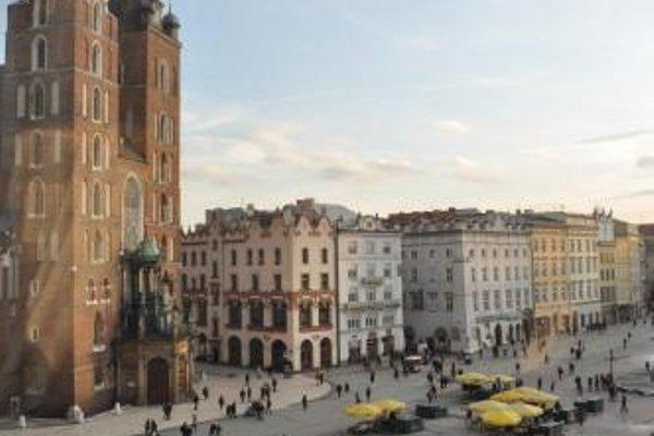 Sleeping in Krakow Main Market - фото 21