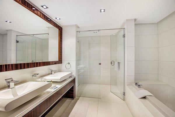 Hilton Dubai The Walk - фото 12