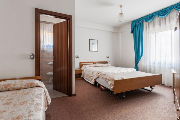Family Hotel La Perla - фото 4