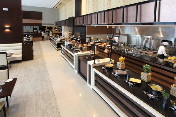 Metropolitan Hotel Dubai - фото 4