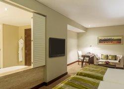 Millennium Plaza Hotel фото 2
