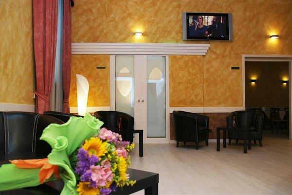 Petit Hotel - 9