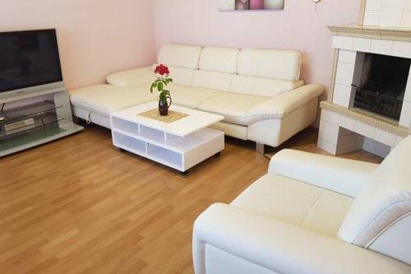 Naiza Guesthouse and Apartments - фото 4