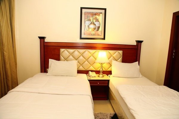 Saffron Hotel - фото 3