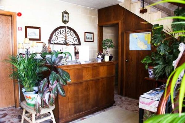Green Grove Guest House - 15