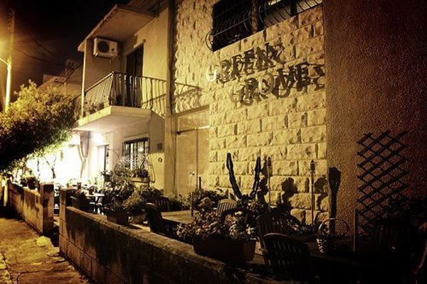 Green Grove Guest House - 22