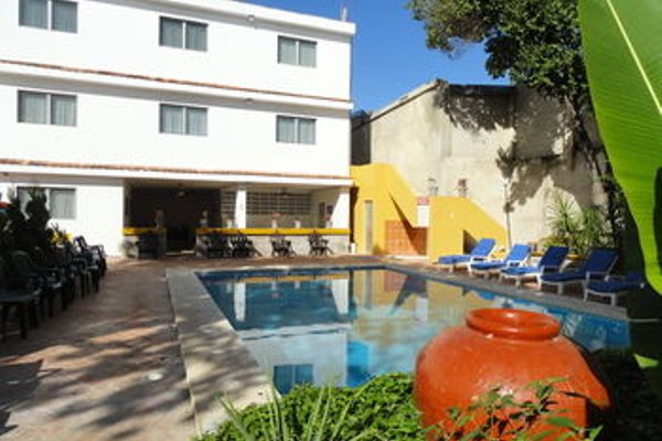 Hotel Las Dalias Inn - 50