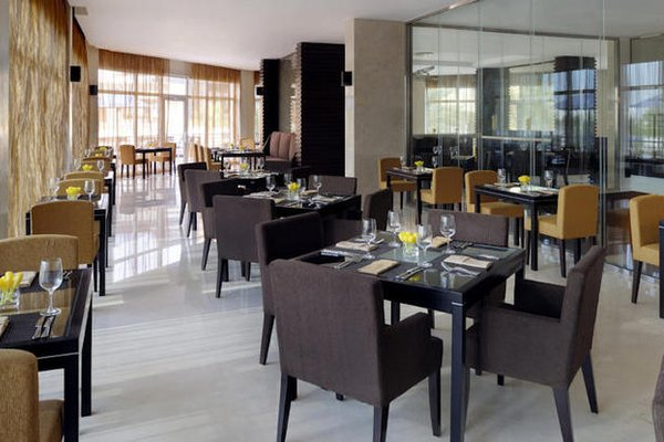 Movenpick Hotel Jumeirah Lakes Towers Dubai - фото 9