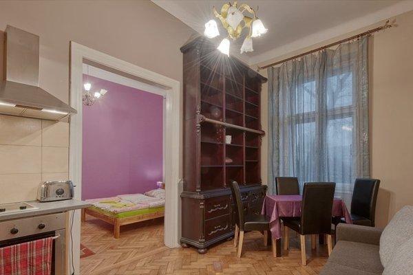 Queen Apartments & hostel 70's - 6