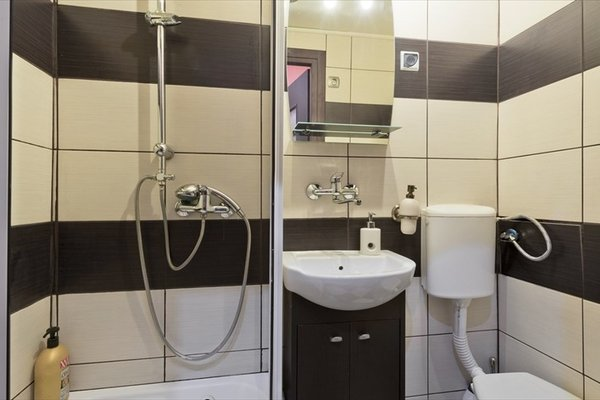 Queen Apartments & hostel 70's - 9
