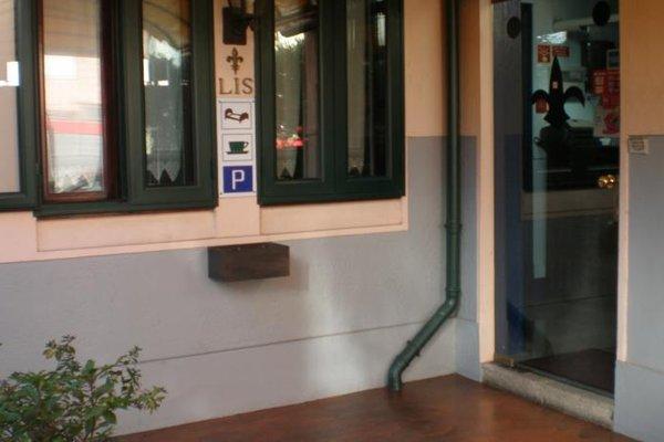 Residencia LIS B&B and Parking - 13