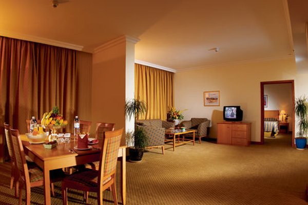 Swiss Belhotel Sharjah (ех. Sharjah Rotana) - фото 10