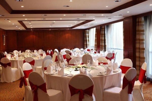 Swiss Belhotel Sharjah (ех. Sharjah Rotana) - фото 12
