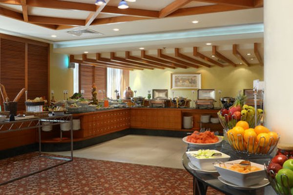 Swiss Belhotel Sharjah (ех. Sharjah Rotana) - фото 15