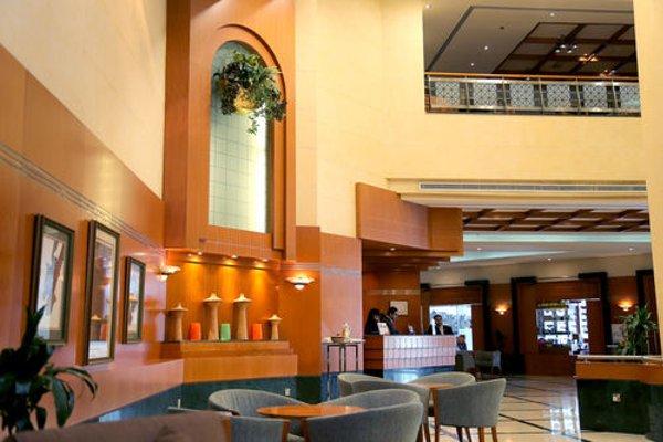 Swiss Belhotel Sharjah (ех. Sharjah Rotana) - фото 6